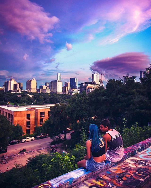 Loving these cotton candy skies y'all!🍭🙃 @atxcarlos_h_photography did a great job capturing this moment at the @hopeoutdoorgallery 💕 Be sure to visit @atxcarlos_h_photography for more sick views from across town. 📷 • • • #igaustintexas #atxphotographer #communityfirst #igtexas #igaustin #atx