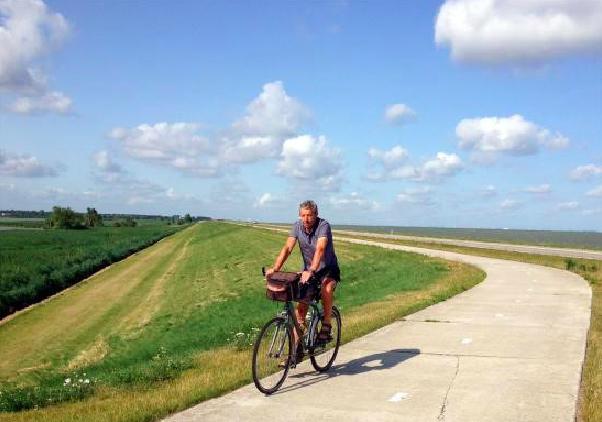 Je verkent het gebied dus best per fiets. Het uitstippelen van je route is heel makkelijk, want ook hier kent men het systeem van de knooppunten. Wist je trouwens dat dit een Belgische uitvinding is? En meer bepaald een Limburgse. En nog meer bepaald: het werd ontworpen in de Limburgse mijnen waar het ondergronds moeilijk was om de weg te vinden.