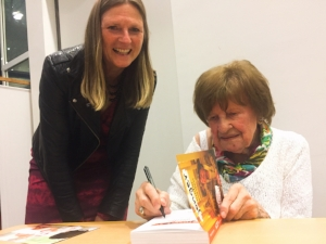 Edith Vervliet, European editor of the Gazette, gets her copy of the book signed by Paula Marckx.