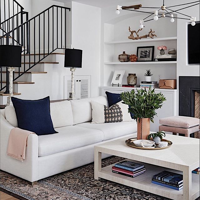 Feeling like this was a particularly long week. I definitely think catching up on Netflix on the sofa is in order for this evening. With a side of 🥂, naturally. 📷 @jennapeffley  #homedecor #santamonicadesigner #interiordesign