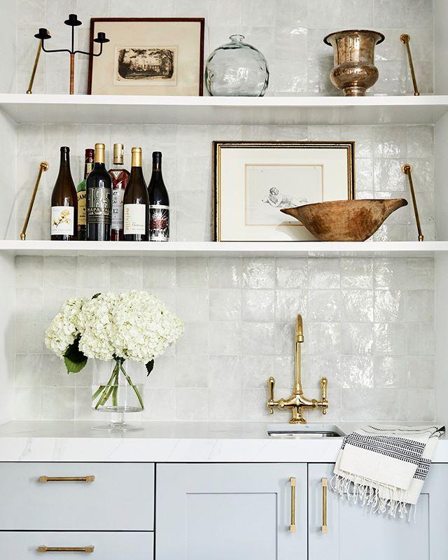 A bar photo? On Friday? Groundbreaking 🍷⠀⠀⠀⠀⠀⠀⠀⠀⠀ ⠀⠀⠀⠀⠀⠀⠀⠀⠀ 📷 @jennapeffley⠀⠀⠀⠀⠀⠀⠀⠀⠀ #interiordesign #santamonicadesigner #homebar #winetime #homedecor
