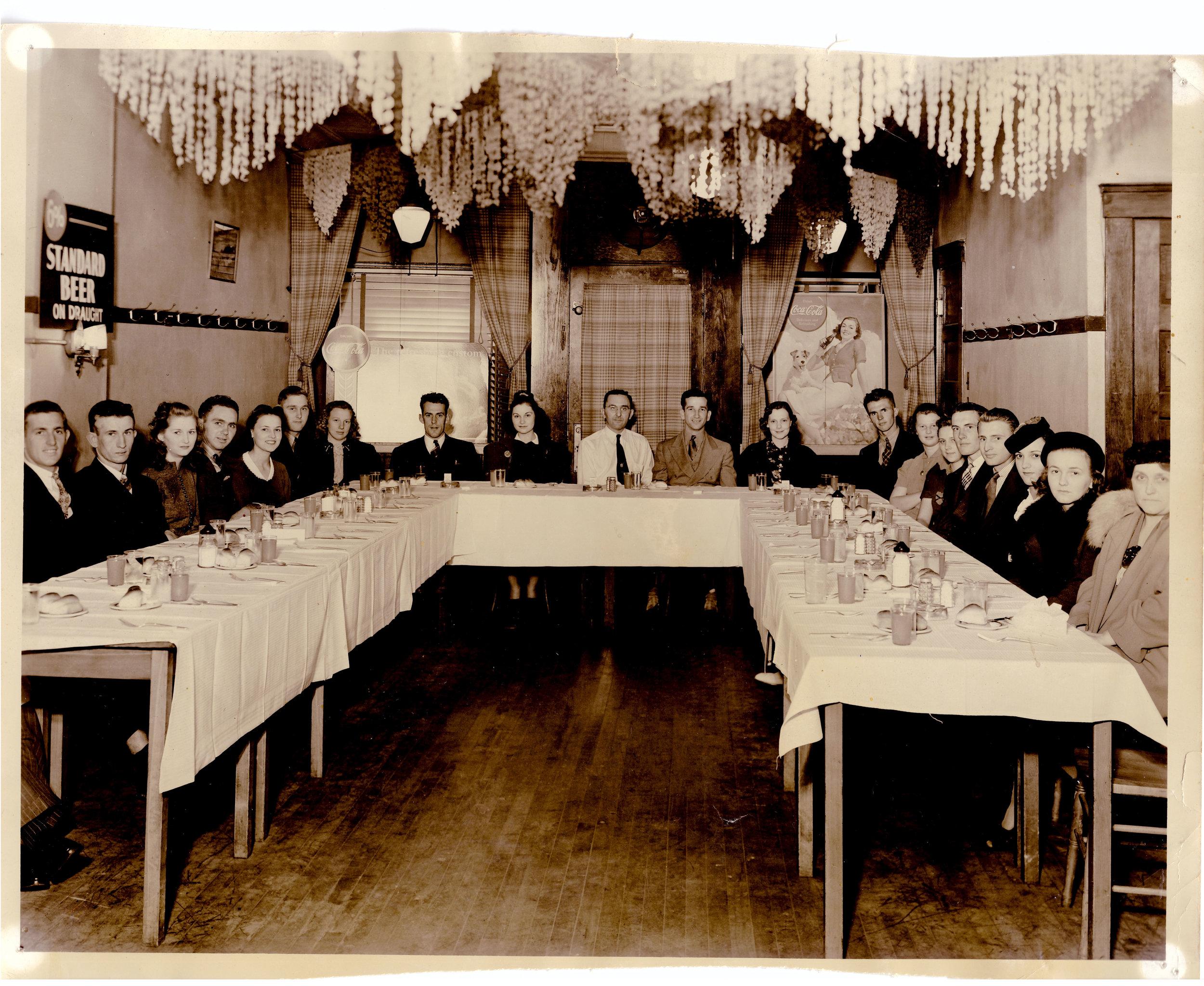 Gunselman's-tavern-dining-room-web.jpg
