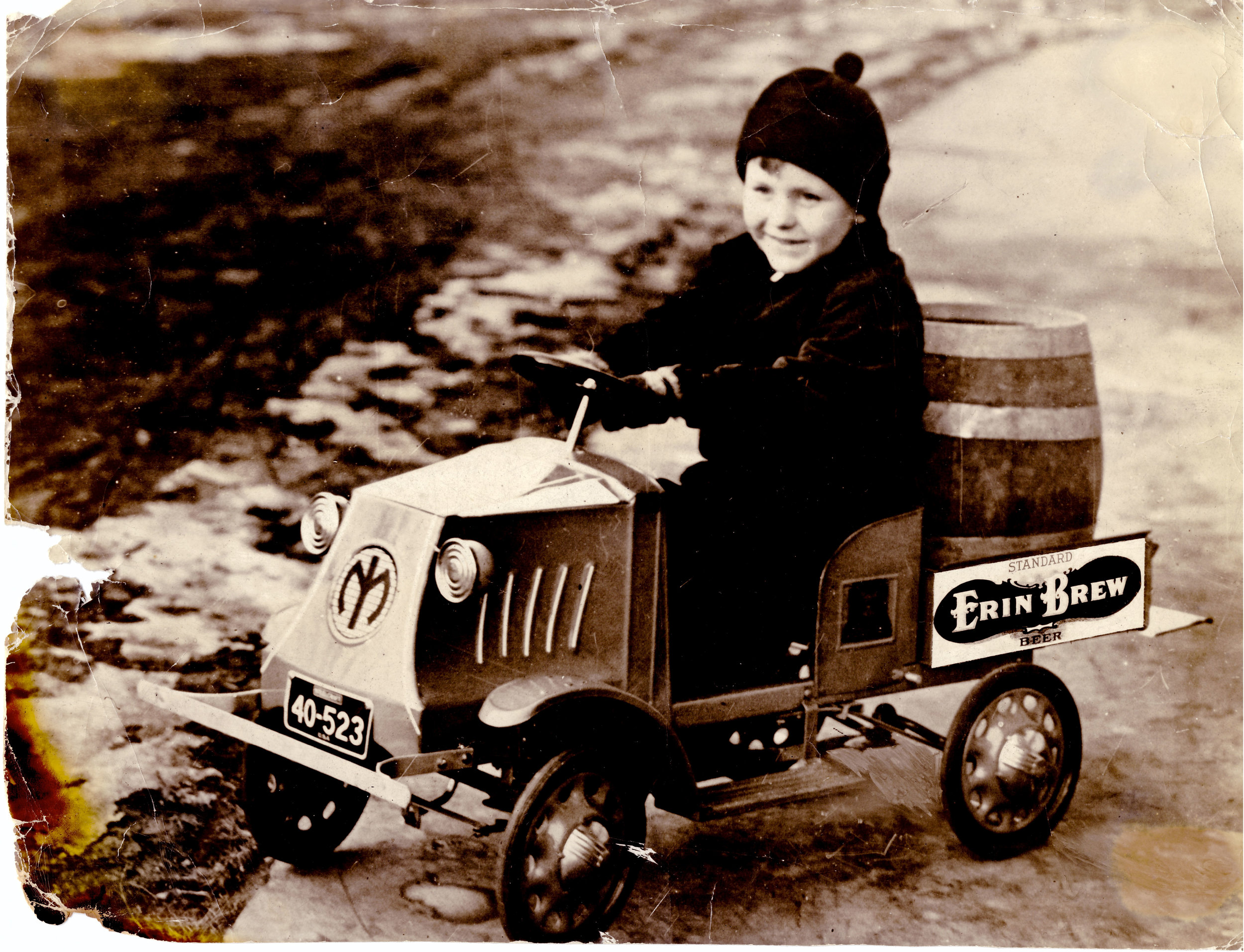 Reed-Gunselman-in-beer-cart.jpg