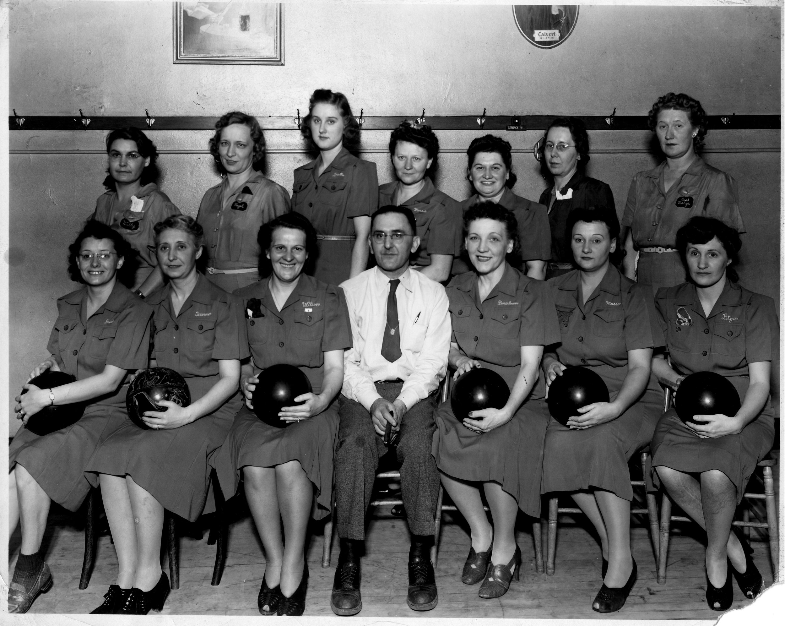 Gunselman's-bowling-team.jpg