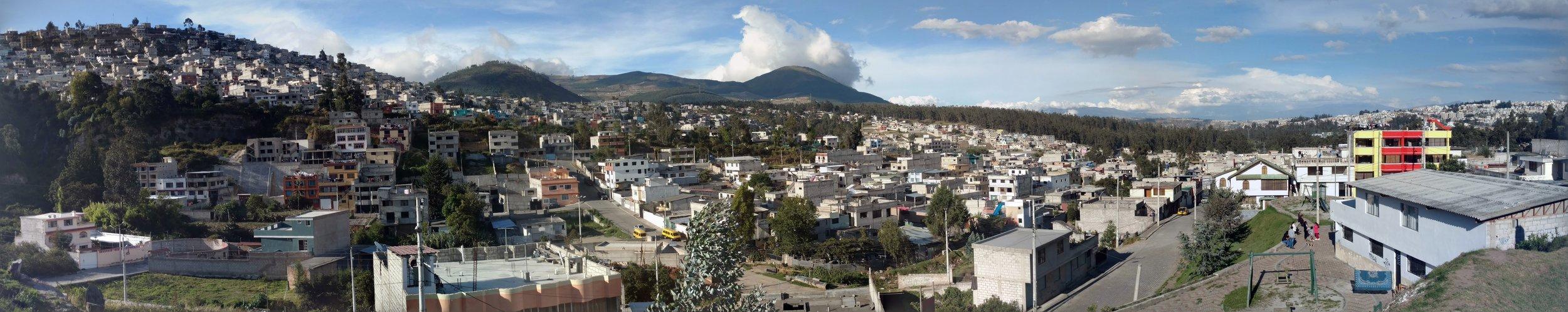 A view over Las Colinas del Norte, Quito