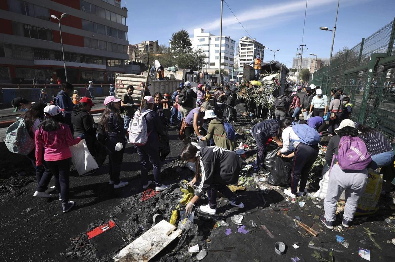 Ecuador_Political_Crisis_j6IA0Wt_t1170.jpg