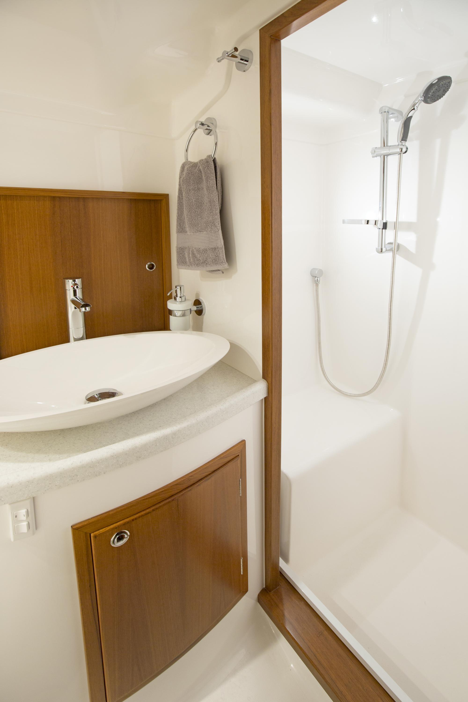 Salthouse-Corsair-bathroom-2.jpg