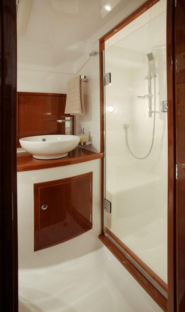 bathroom2e.jpg