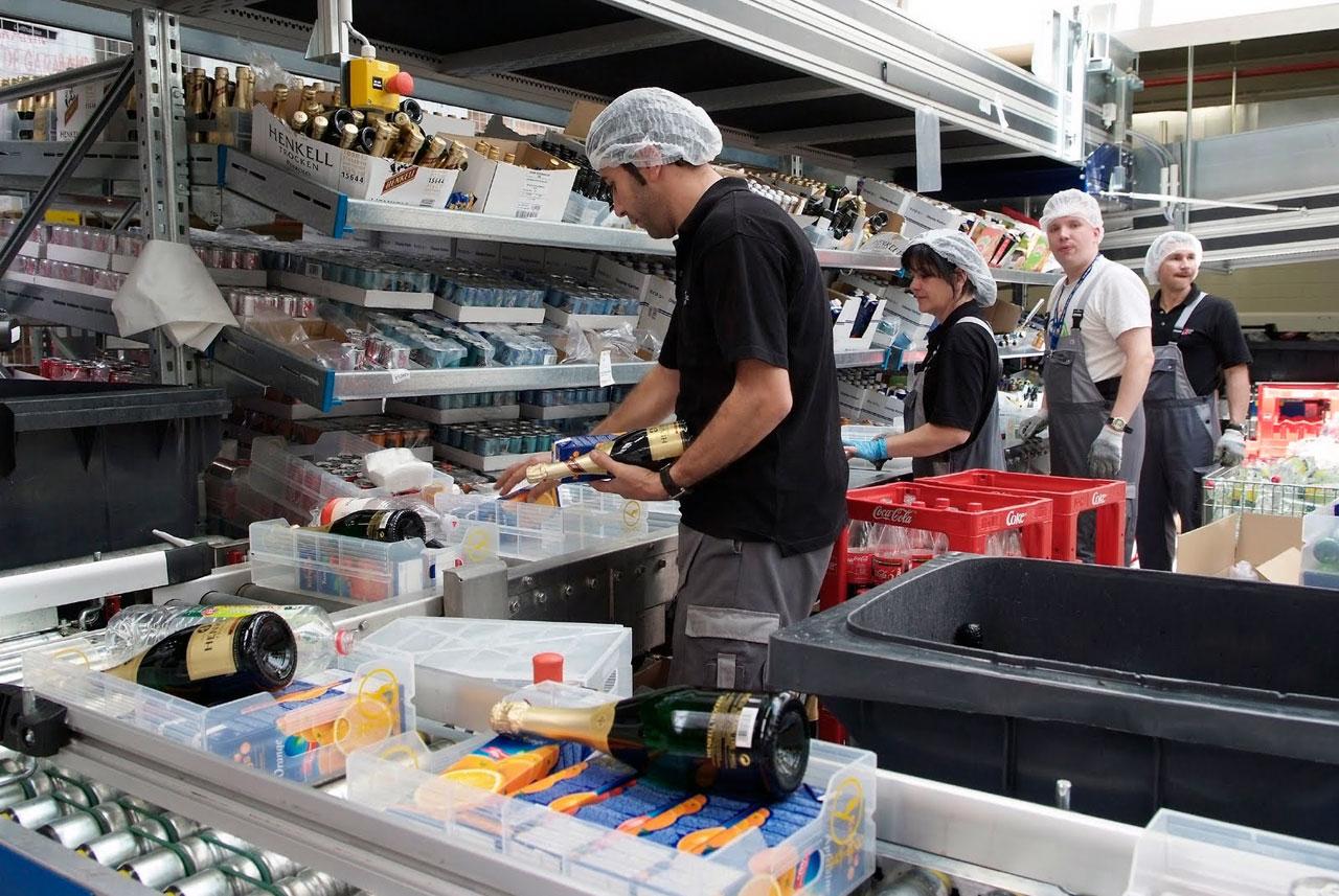 lsg-sky-chefs-working.jpg