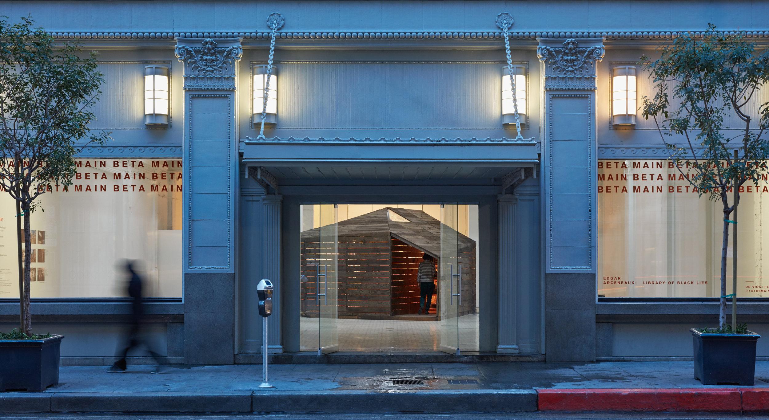 Edgar Arceneaux, Library of Black Lies, 2016, courtesy of The Main Museum of Los Angeles Art, photo by Elon Schoenholz.