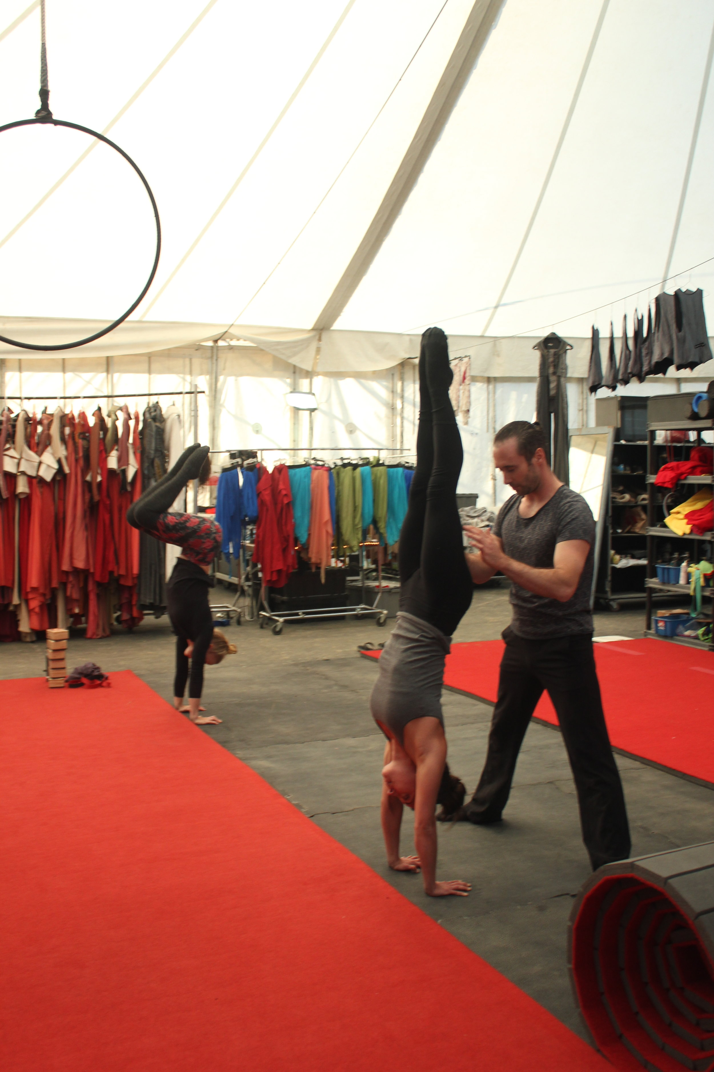 Handstand classes coaching