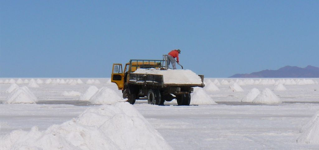 Workers extract lithium from the brine of the salt crust found near a lake in Bolivia, another lithium-rich area. This process is thought be more environmentally friendly than mining, but it is also more energy intensive. (Photo by Ricampelo, CC BY 3.0: https://creativecommons.org/licenses/by/3.0/)
