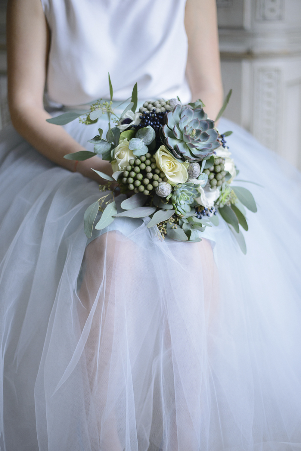 Wedding bouquet inspiration in blue grey and silver at Schloss Laudon Vienna Austria by Barbara Wenz Photography