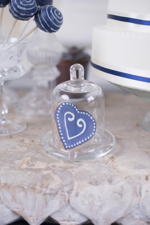 winter-wedding-blue-silver-inspiration-schloss-laudon-vienna-austria-barbara-wenz-photography (226).jpg
