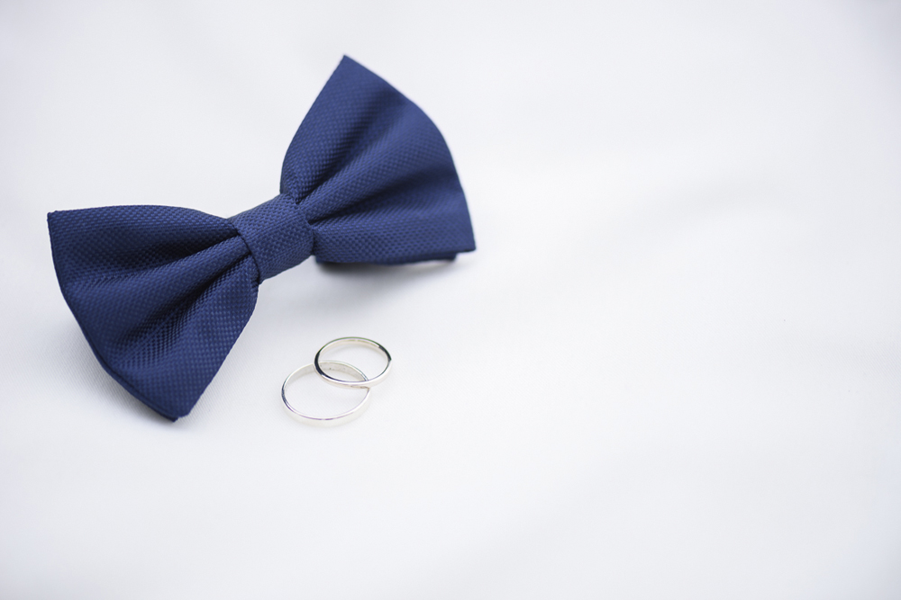 Blue bow tie and wedding rings at groom getting ready on wedding day Barbara Wenz Photography Schloss Laudon Vienna Austria