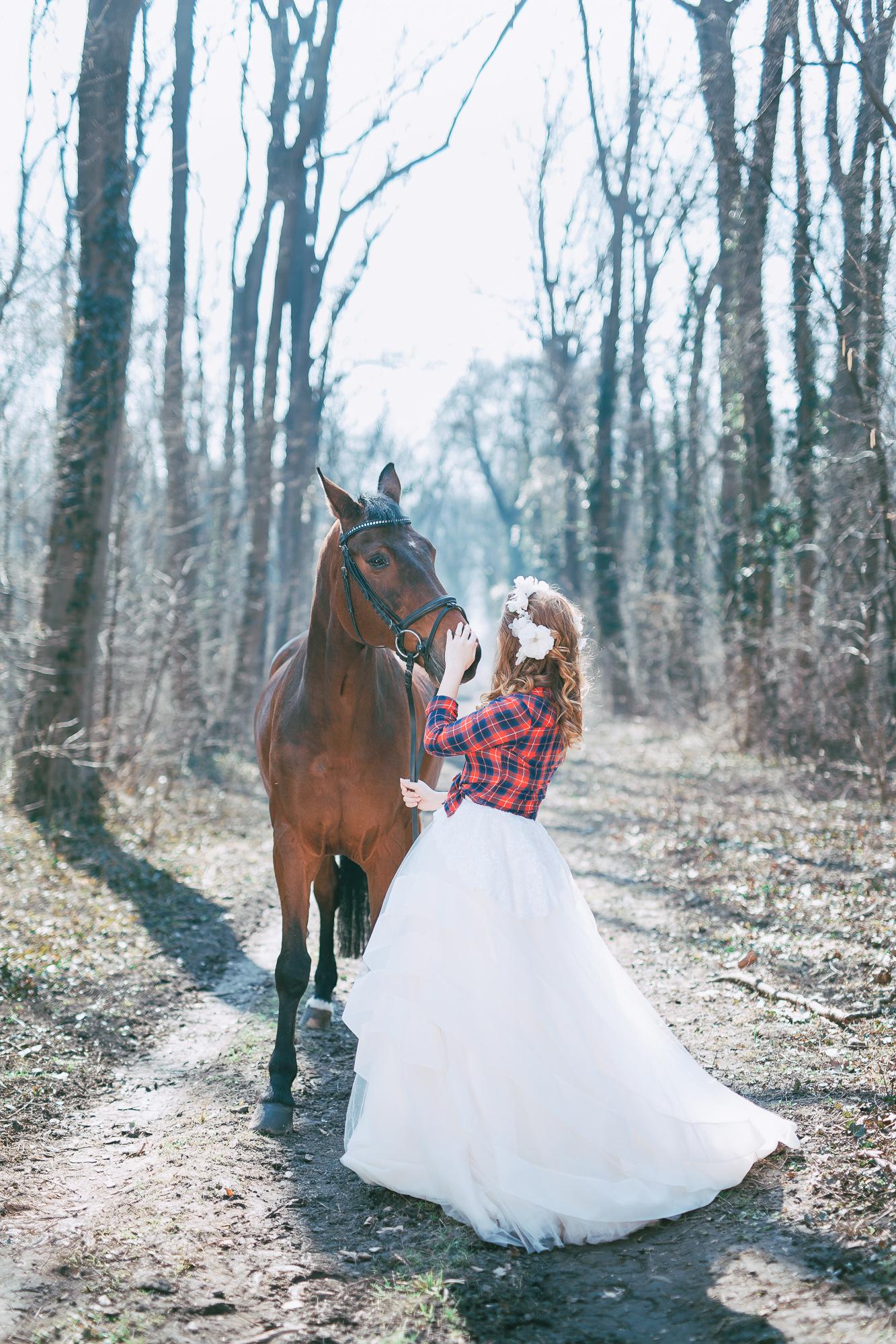 Bridal styled shoot with a horse Metamorphoses by destination wedding planner High Emotion Weddings near Vienna Austria