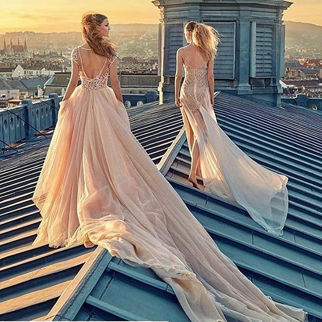 Spotted! #thebeautychaser #picoftheday 💖 in love with the #sunsetshot #bridaldresses by @galialahav #rooftop #fashion #fashionshoot #cupofbeauty #breathtakinglybeautiful #hautecouture #repost #weddingdress #galialahav