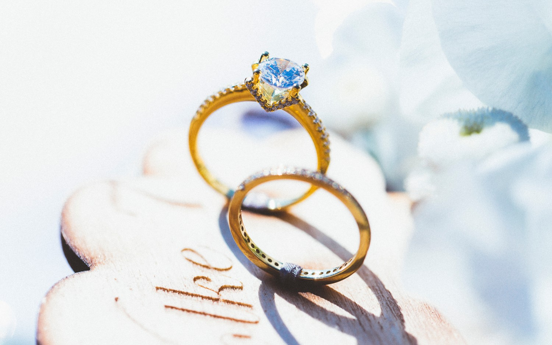 Alice in Wonderland themed same sex wedding styled shoot LGBT Graz Styria Austria Wedding Rings Feinheit Goldschmiede