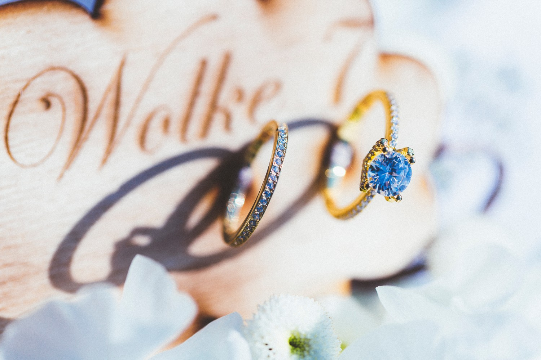 Alice in Wonderland themed same sex wedding styled shoot LGBT Graz Styria Austria wedding rings engagement ring gold Feinheit Goldschmiede