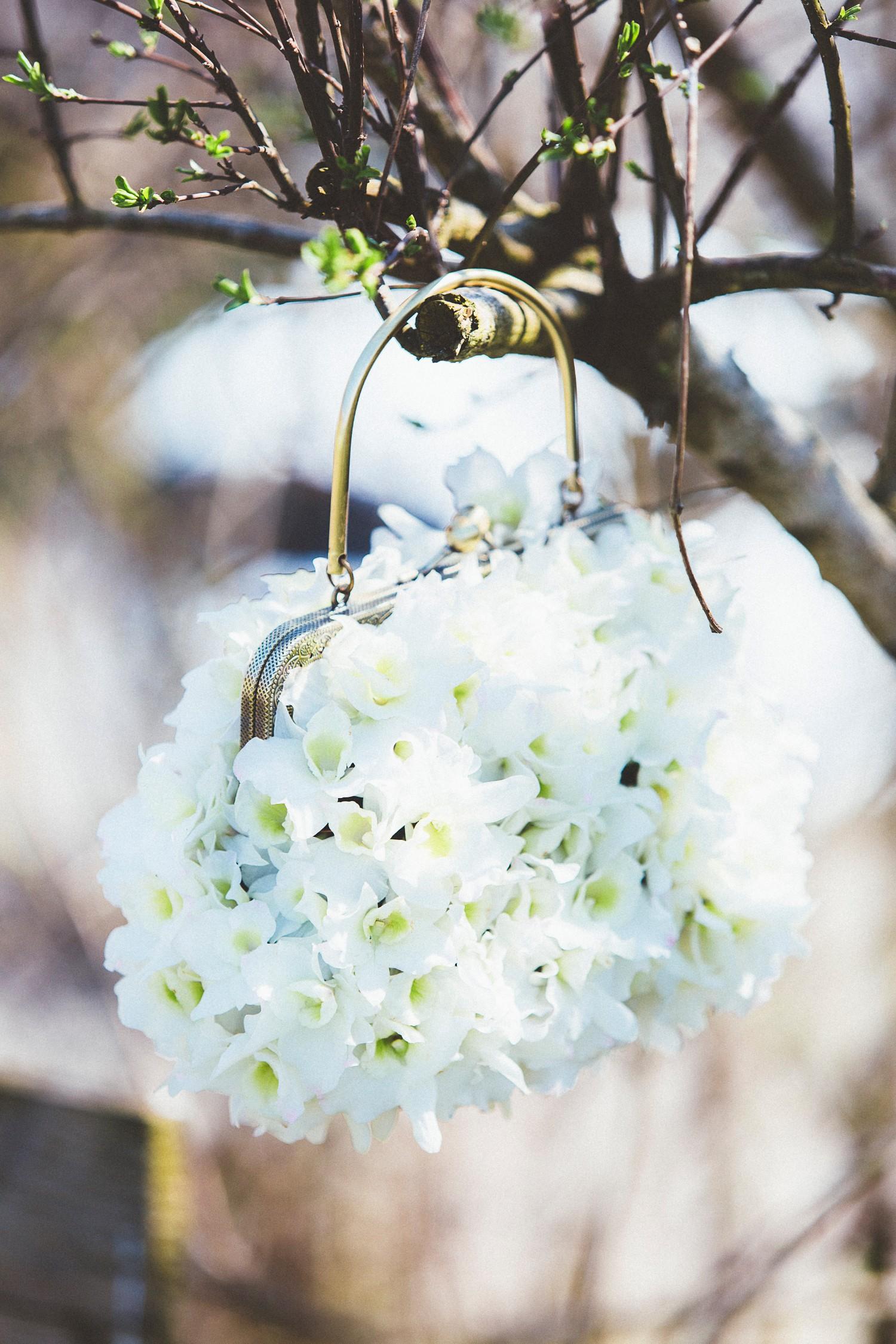 Alice in Wonderland themed same sex wedding styled shoot LGBT Graz Styria Austria flower bag Blumen Engele