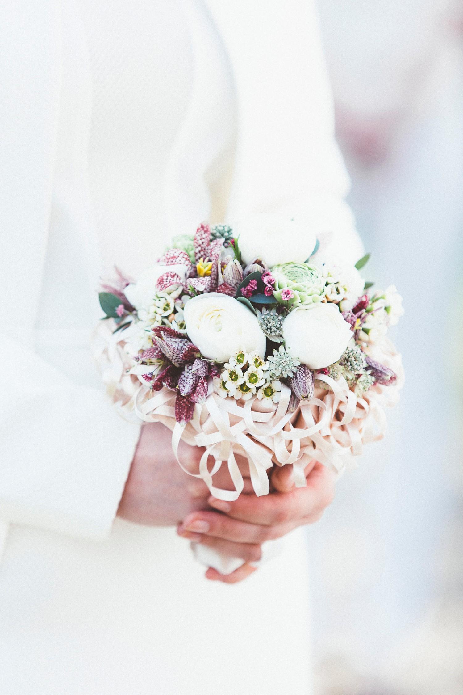 Alice in Wonderland themed same sex wedding styled shoot LGBT Graz Styria Austria wedding bouquet Blumen Engele