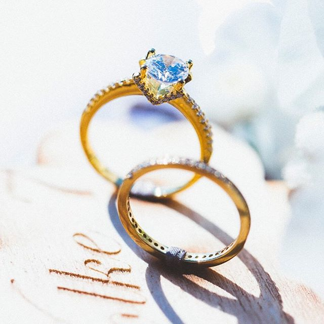 One of the best engagement ring shots 💖💍 Planning @weddingagencyat⠀ Photo kanizaj-marija.com⠀ Video nihilo.at⠀ Design @sensual_weddings⠀ Venue @ranningeramgrottenhof⠀ Celebrant @herzenswortezeremonien⠀ Florals @blumenengele ⠀ Sweet Tables @dastortenatelier @bettysbakeryms ⠀ Prints kiris-artworks.com ⠀ Bridal dresses @kuessdiebraut @brautgefluester⠀ Painted shoes @paintedlovefriends ⠀ Jewelry @feinheit_jewelry ⠀ Headpiece & jewelry @lunamillerjewelry⠀ Hair Stefan Krar @cht_graz_arno_stefan⠀ Make-up @die_puderei ⠀ .⠀ .⠀ .⠀ #aliceinwonderland #wunderland #gatewaytowonderland  #styledshoot #bridalinspiration #wedding #weddingdesign #blue #gold #cheshirecat #paintedshoes #bemalteschuhe #weddingblog #weddingplannerblogger #bridalinspiration #weddingaustria #graz #steiermark #styria #samesexwedding #twobrides #twogirlsgettingmarried #symbolicceremony #weddingblog #hochzeitsblog #TheBeautyChaser #forsparklingeyesandmeltinghearts #goldenring #engagementring #diamondsareforever