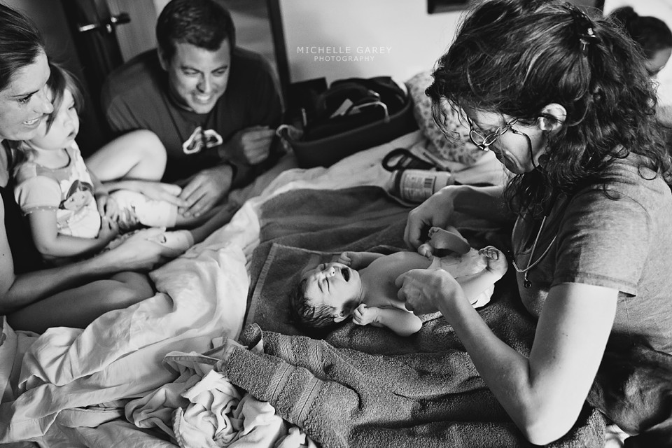 Denver Birth Photographer : Home Birth : Water Birth : Newborn Exam : Kim Lenderts