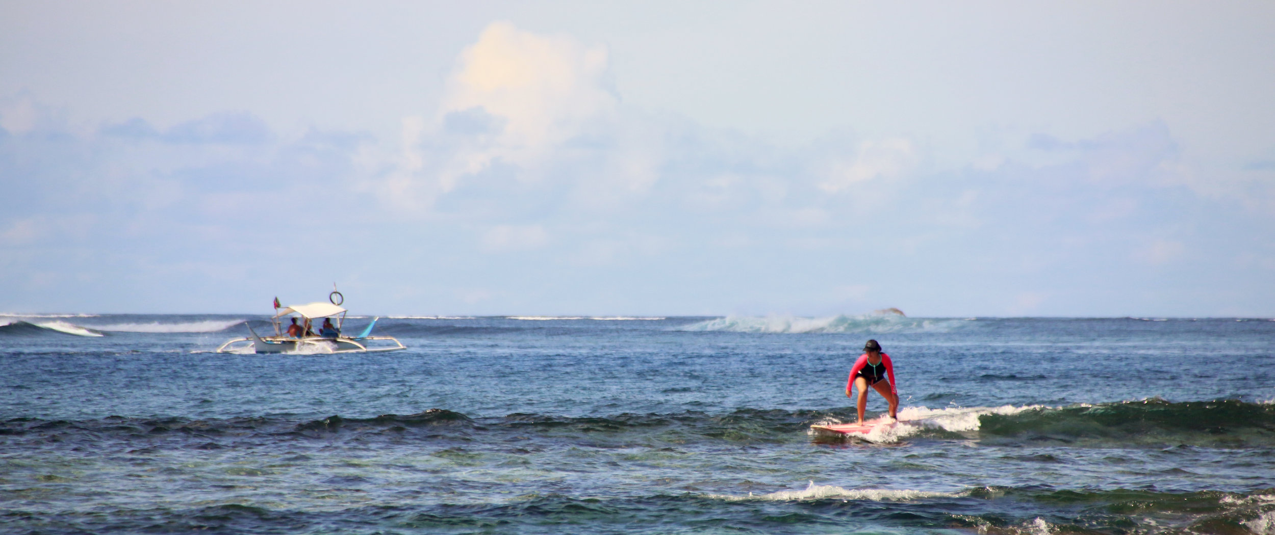 Don't mind the oh so cute waves I'm on, look behind me - it's pumping! Photo by Alex Lopez.