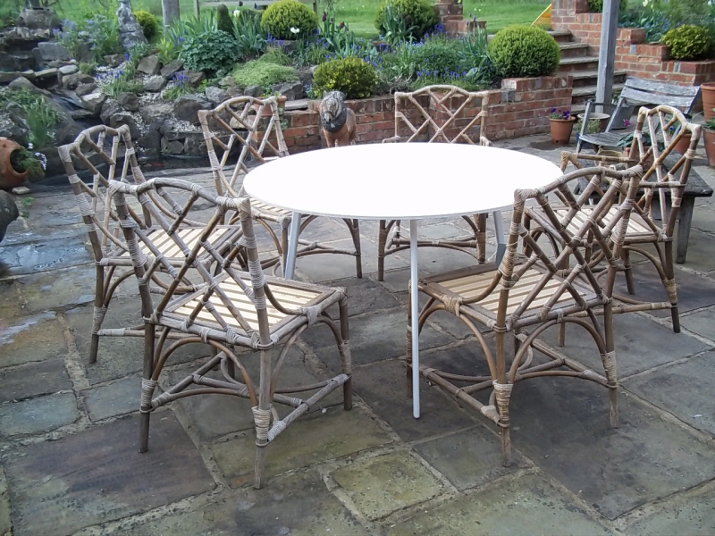 garden-table-and-chairs-10-L1.jpg