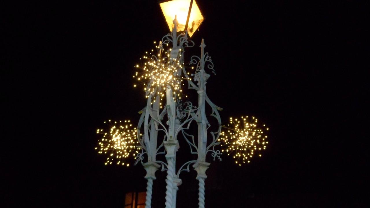 Obelisk-Christmas-2011-1280x720.jpg