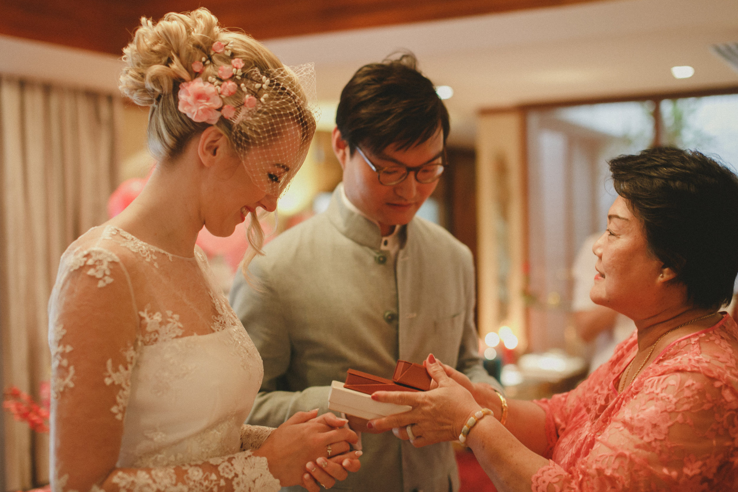 traditional gift of jewelry to bride by mother in law