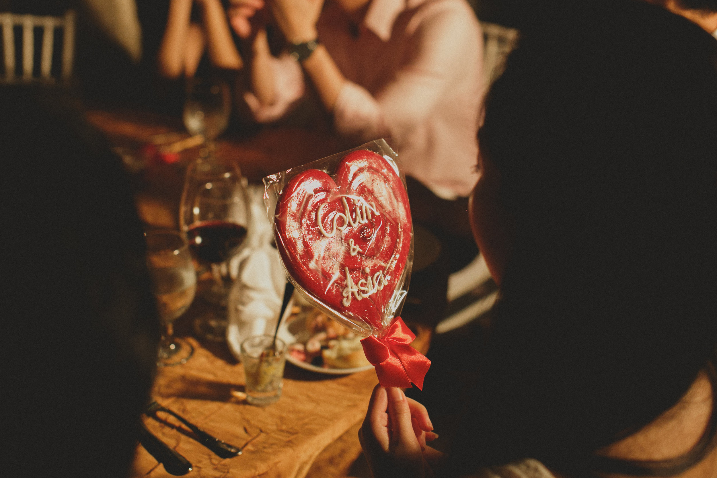 wedding favour: bespoke hart-shaped lollipop with the newly weds names