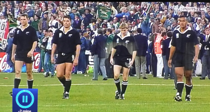 That's Jonah Lomu on the right... at 190 cm  Zainzan was 6 cm shorter then the great Lomu RIP.