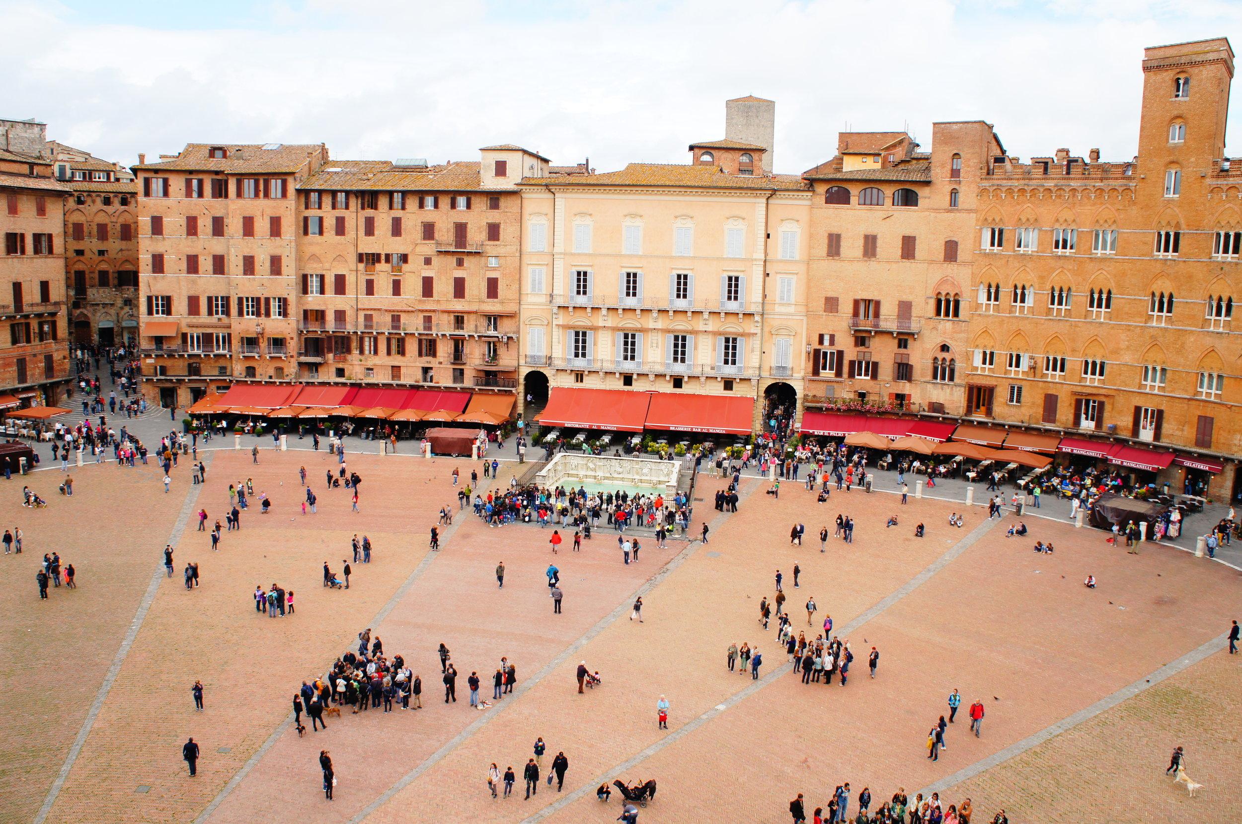 Piazza_del_Campo_(Siena)_06.jpeg