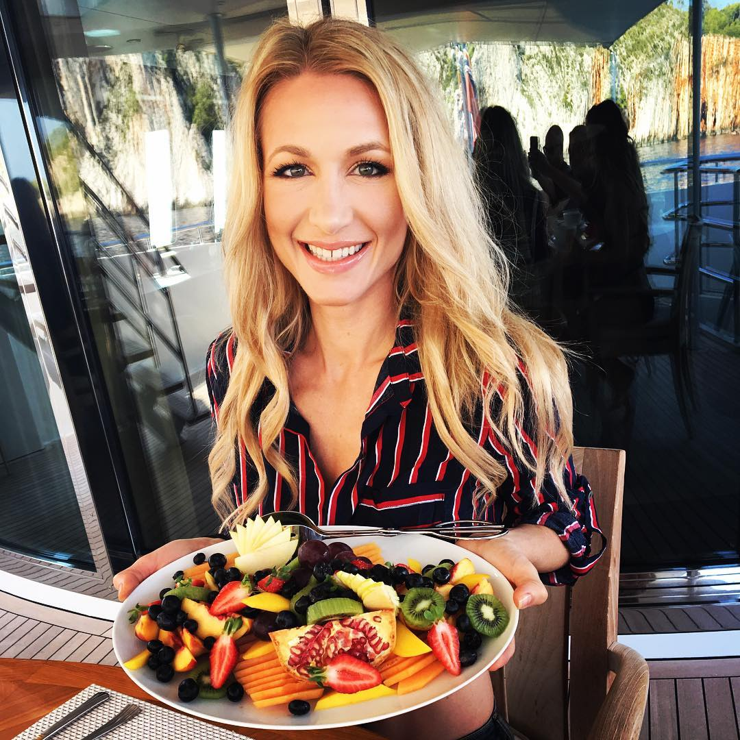 UenMe expert Andrea Lowell fitness and raw diet