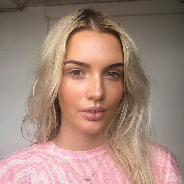 natural glow on @rebeccaliddelll for today's shoot 🥰