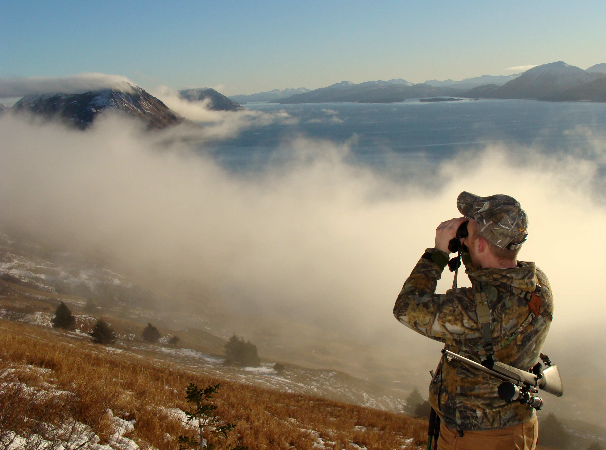 foggy-mountainside-binoculars