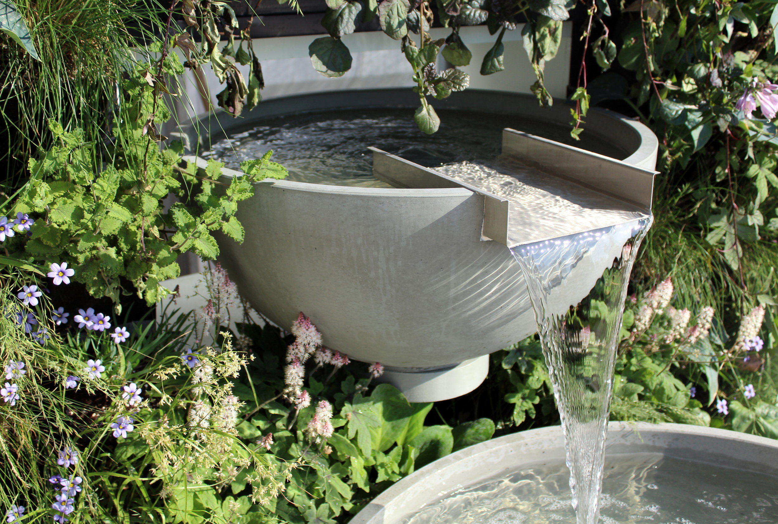 Water wall with Scupper Water Feature by Solus Decor and Living Wall by Green Matters UK