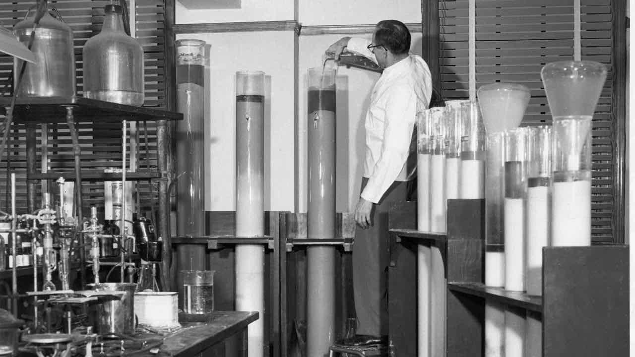 FDA_History_-_Column_Chromatography.jpg