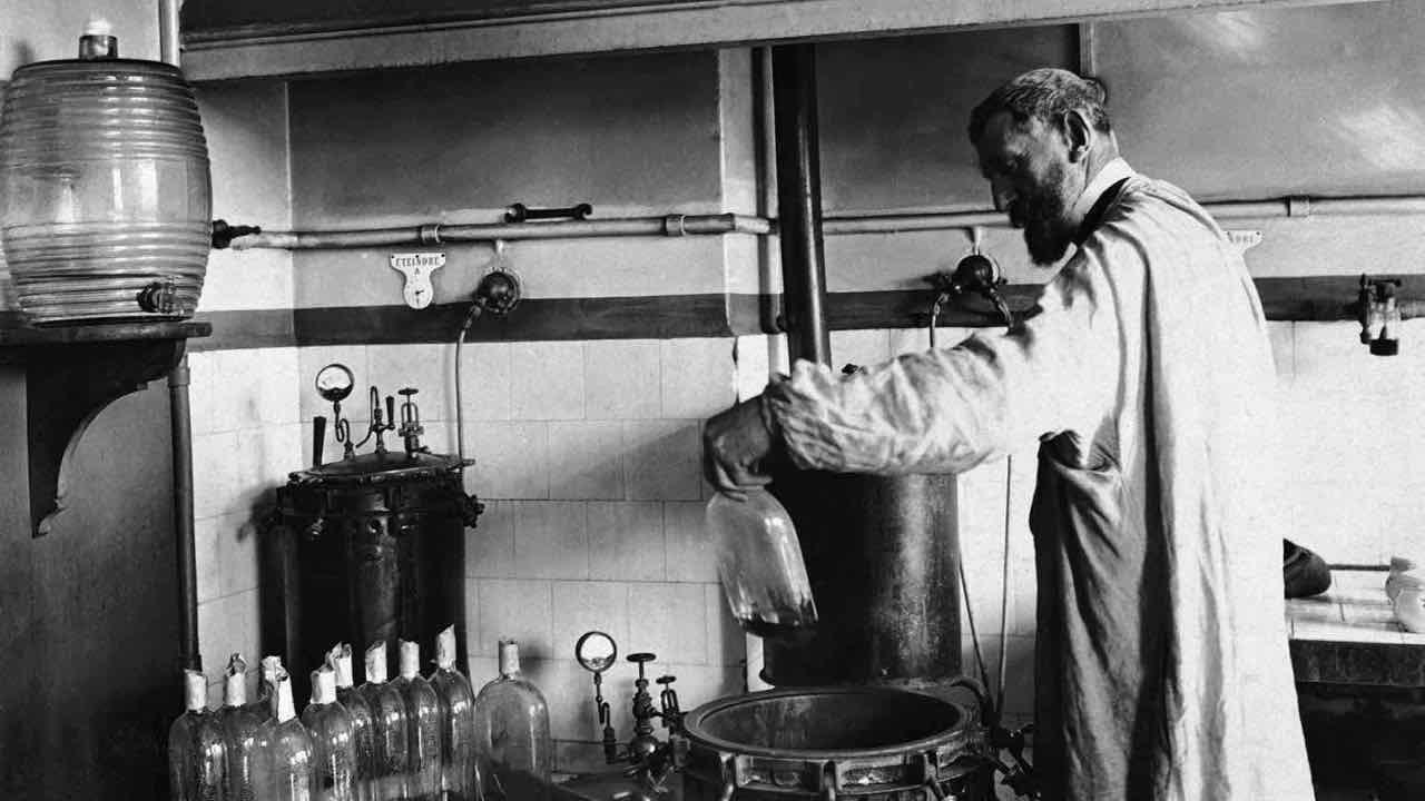 Louis_Pasteur_experiment.jpg