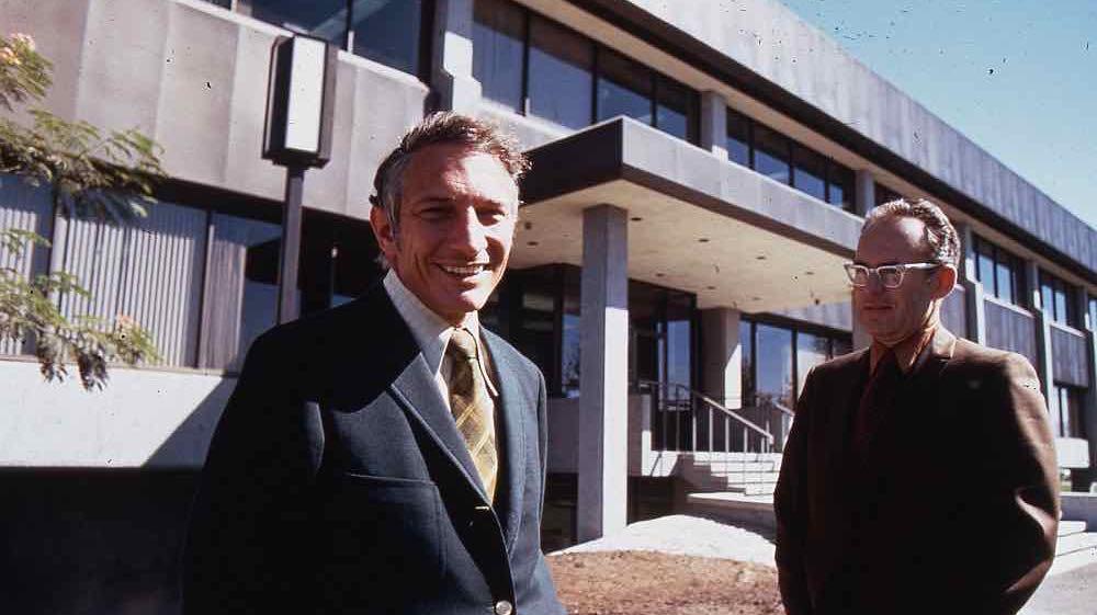 Robert_Noyce_and_Gordon_Moore_at_SC1_1970.jpg