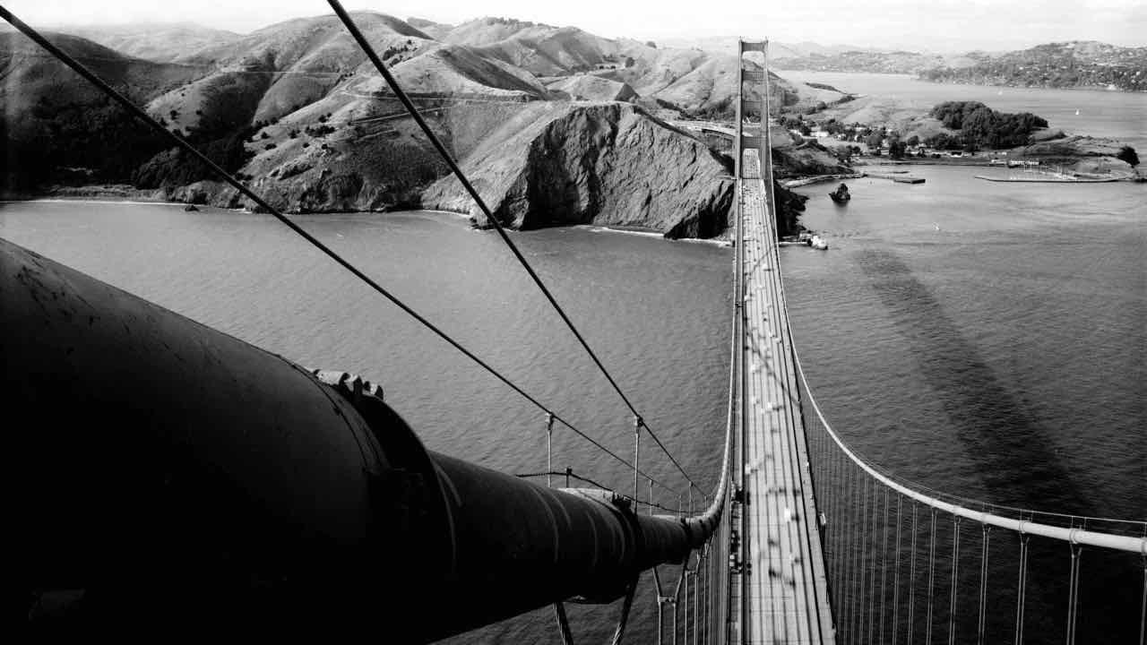 Golden_Gate_Bridge,_view_of_Marin_Headlands_from_South_Tower,_1984.jpg