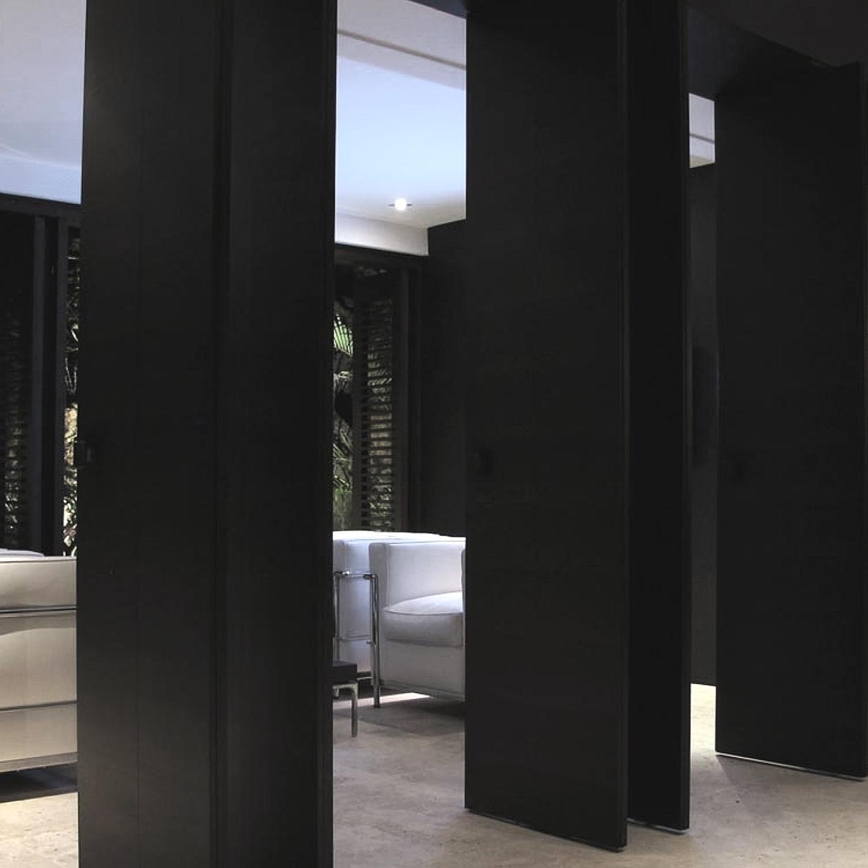 peak+pivot+door+lounge.jpg
