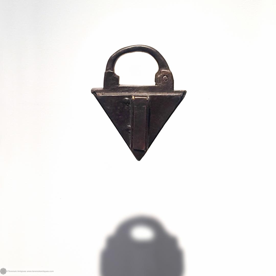16_09_13_teremok_antiques_padlock_keys_001.jpg