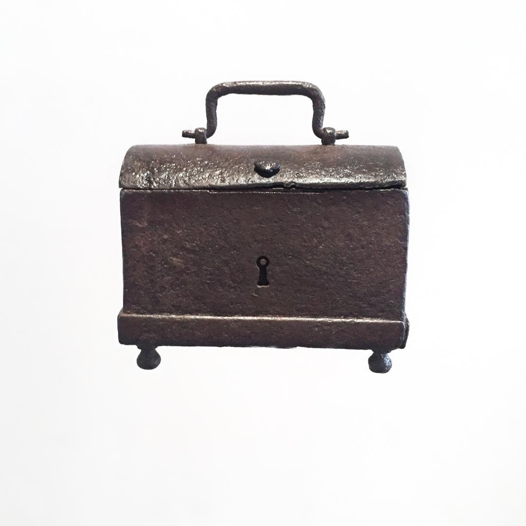 teremok_antiques_domed_casket1-2.jpg