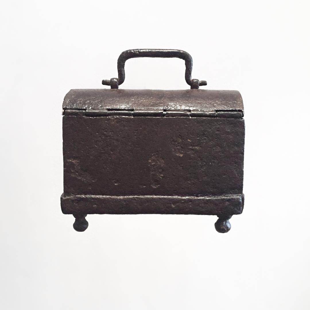 teremok_antiques_domed_casket2.jpg