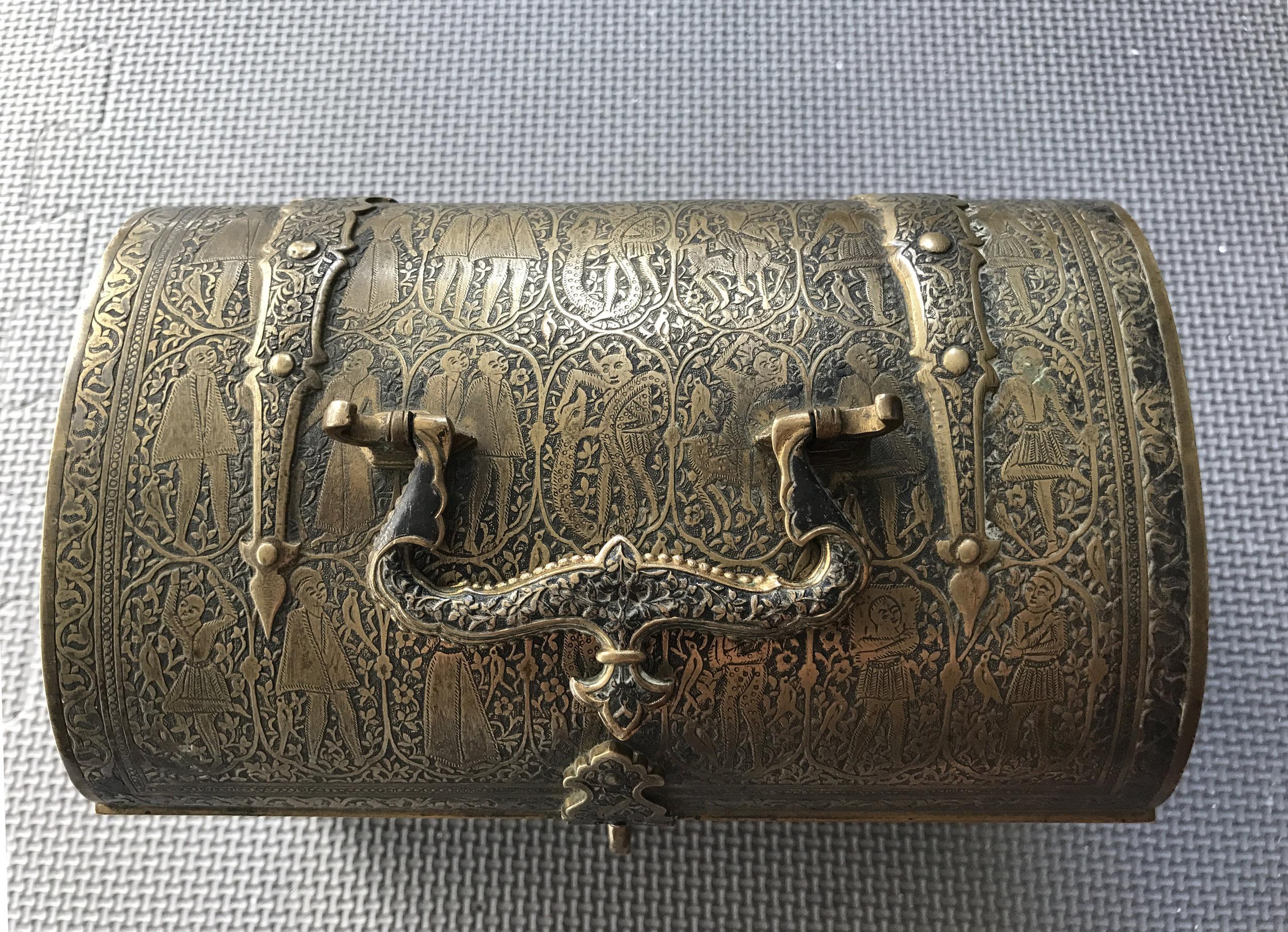 teremok_antiques_qajar_casket_4.JPG