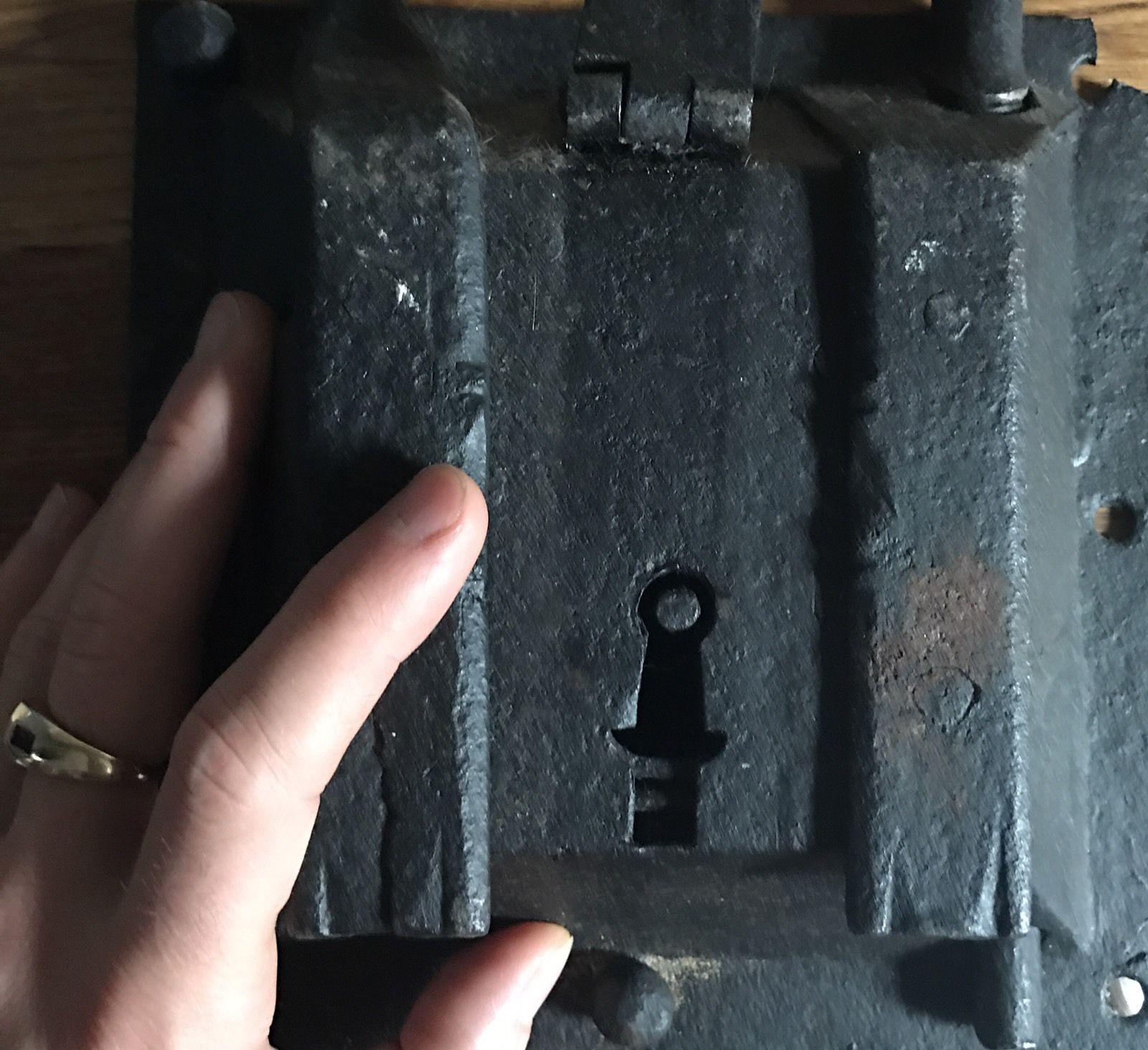 teremok_antiques_medieval_padlock_4.jpg