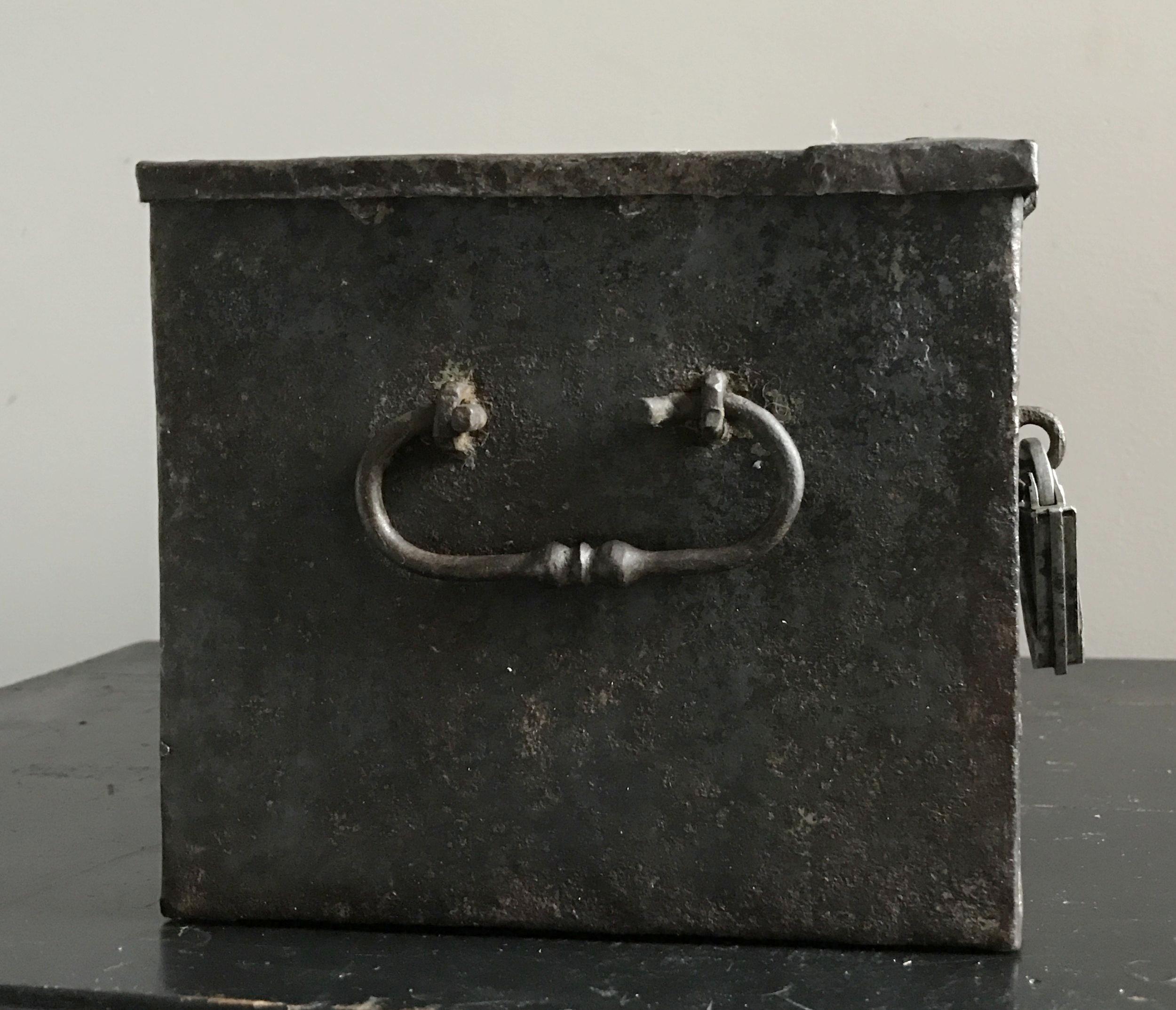 teremok_antiques_german_casket_1.jpg