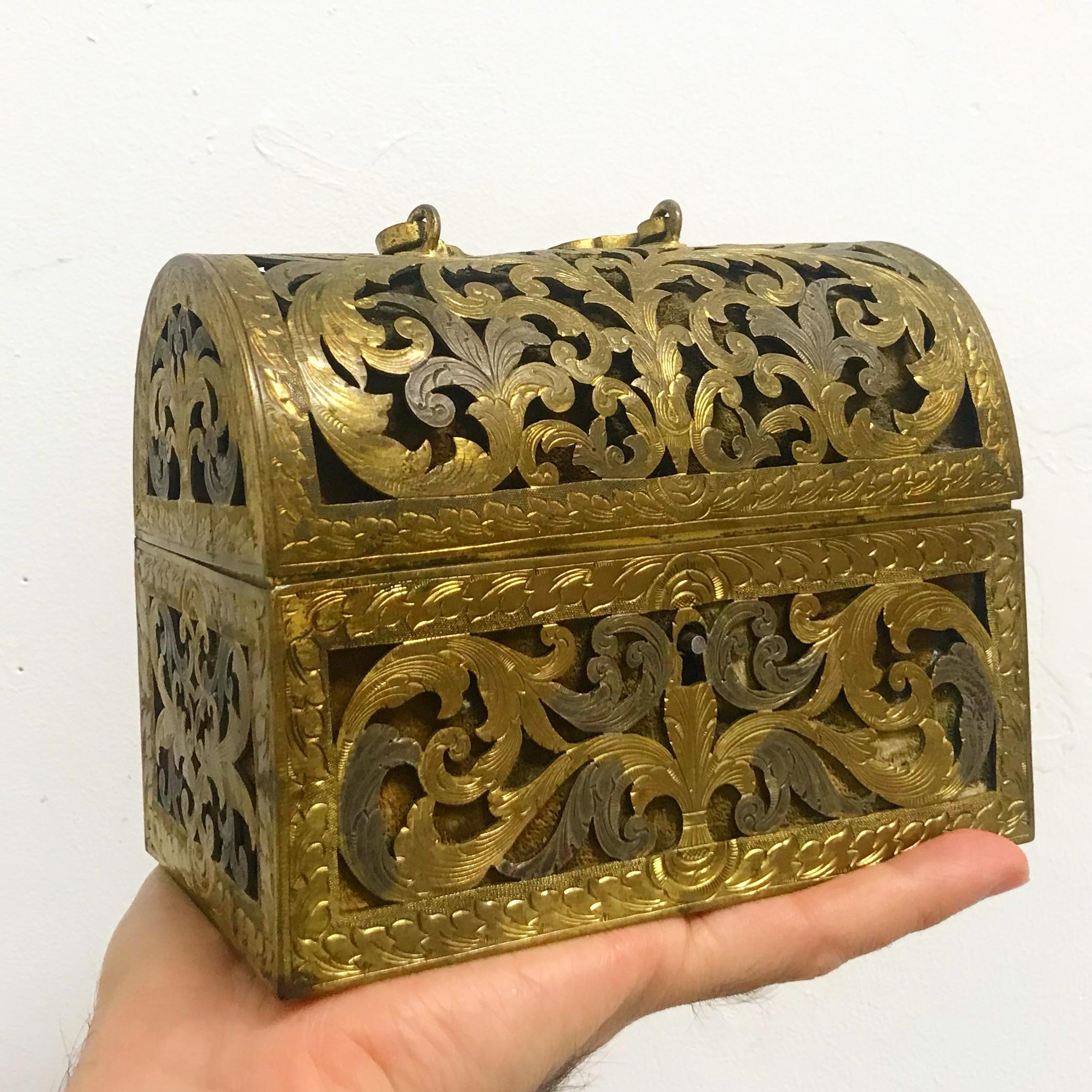 teremok_anitques_gilt_brass_casket.JPG
